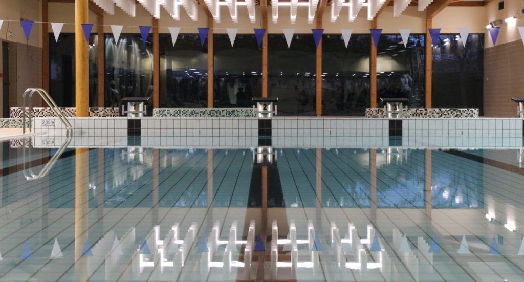 Bassin intérieur de la piscine de Coulaines après rénovation
