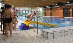 Séance scolaire à la piscine de Coulaines