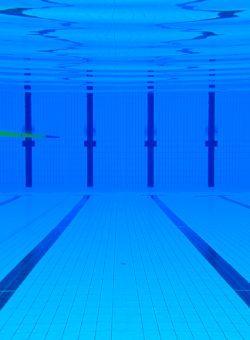 Plongée au fond de la piscine de Coulaines (bassin extérieur)
